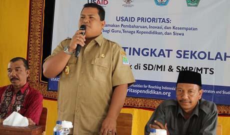 Wakil Bupati Aceh Jaya Tgk Maulidi didampingi kakankemenag H.M. Daud Pakeh (kanan) dan Mukhlis Hamid