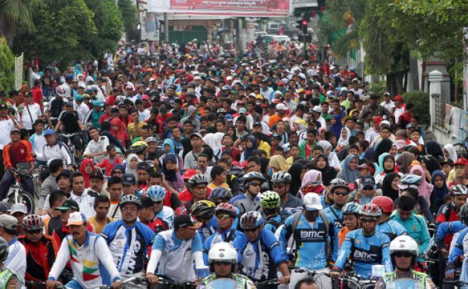 peserta-mengikuti-sepeda